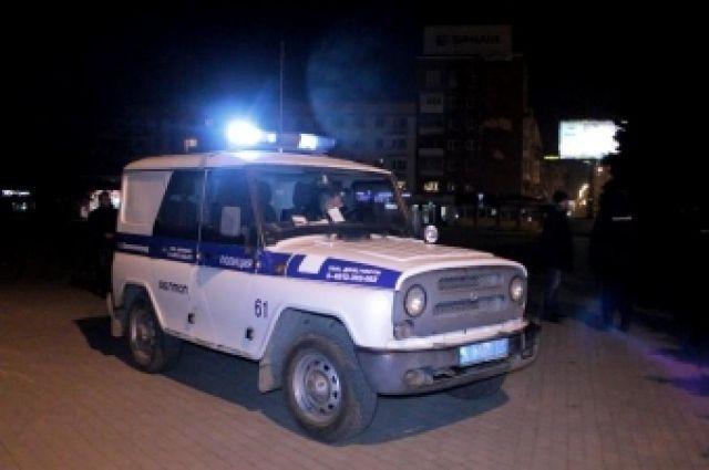 Полиция и скорая подъехали к ресторану