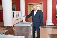 Иван Белозерцев проголосовал на участке №61, расположенном в Центре культуры и досуга Пензы.