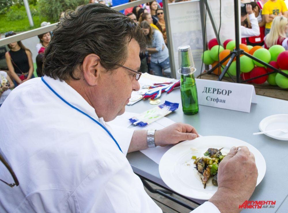 Специальный гость гастрономического фестиваля - шеф-повар из Франции Стефан Дербор.