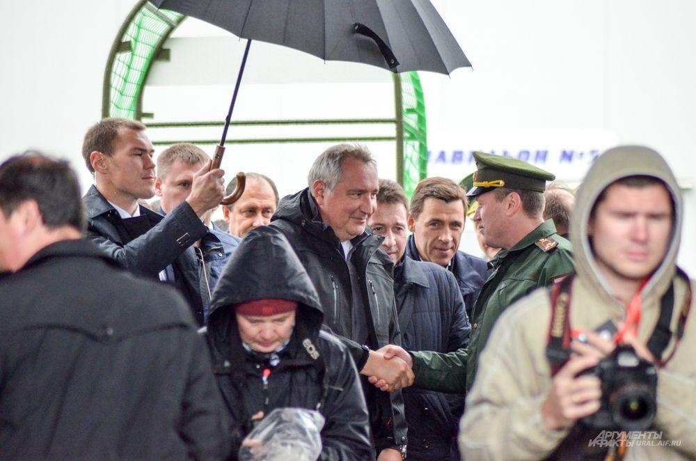 Прибытие вице-премьера РФ Дмитрия Рогозина на фестиваль «Урал Танк».