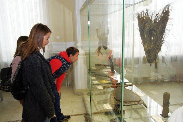 На выставке можно узнать немало интересных фактов о жизни и верованиях папуасов.