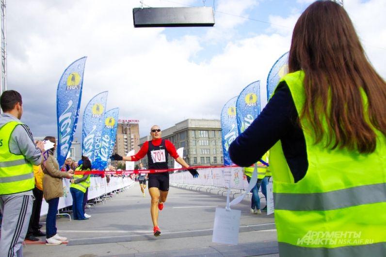Победителем полумарафона имени Александра Раевича-2017 стал мастер спорта по легкой атлетике Игорь Максимов. Он преодолел дистанцию в 21 км за 1 час 4 минуты 3 секунды. В прошлом году он также был в тройке лидеров, уступив братьям-близнецам Рыбаковым.