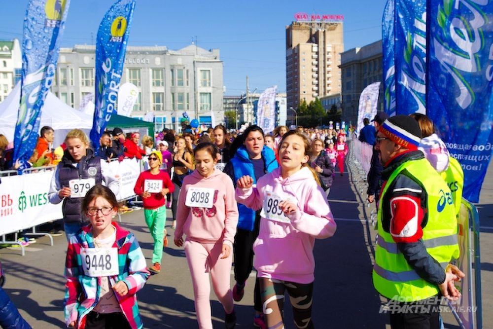 Девушки постарше - 2000 – 2002 гг. р пробежали в два раза больше - 3600 метров.