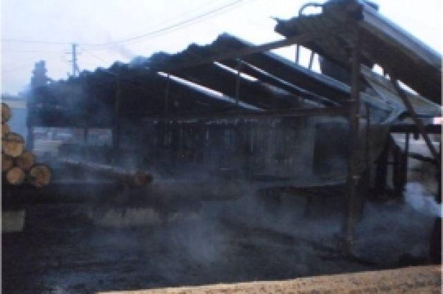 Пилорама полностью уничтожена огнем