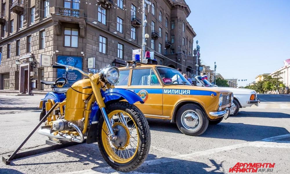 Традиционный ретро-фестиваль «Моторы Сталинграда» на площади Павших борцов.