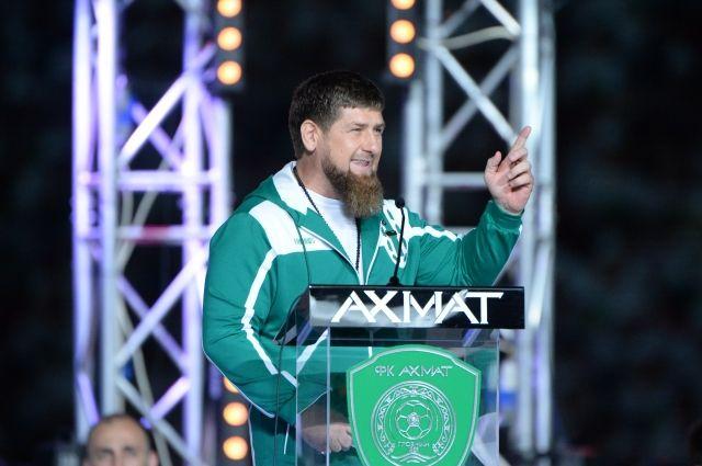 Рамзан Кадыров подарил трем игрокам «Ахмата» померседесу