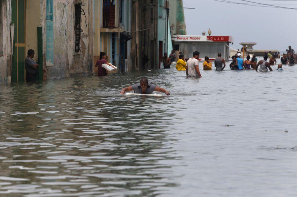 Затопленные улицы Гаваны, после прохождения урагана «Ирма».