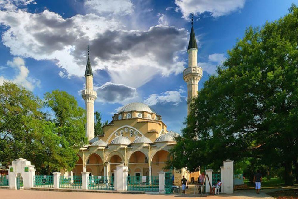 Евпатория. Третий по популярности крымский курорт. Здесь также в основном отдыхают по 10 дней.