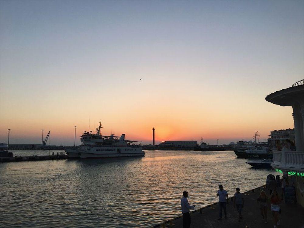 Сочи. Туристы бронируют средства размещения в среднем на 10 дней и тратят на отдых 3,3 тыс руб в сутки.