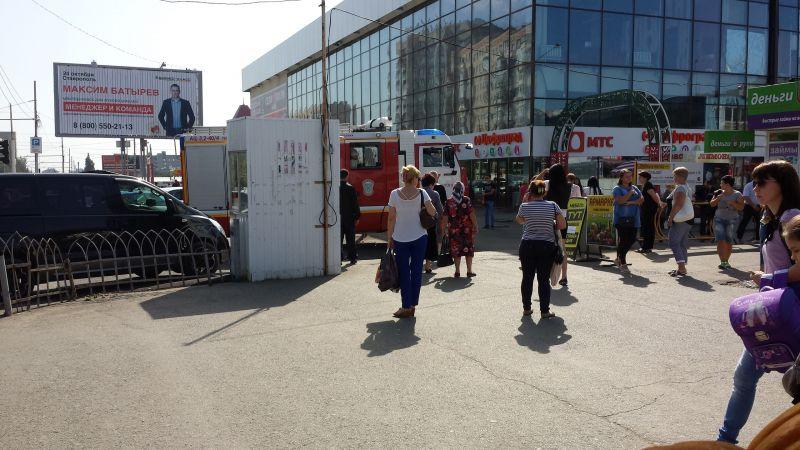 Эвакуация людей на Тухачевском рынке