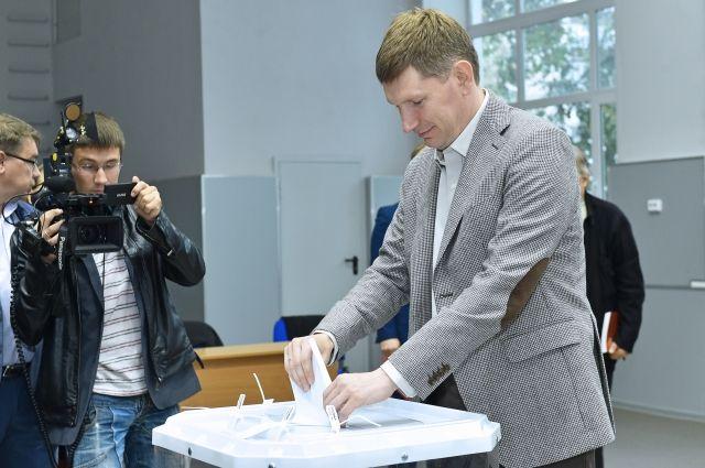 Максим Решетников пришёл на избирательный участок около 11 утра.
