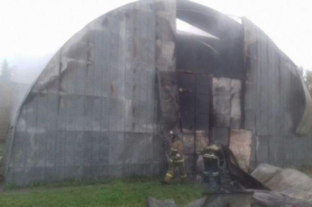 Под Новосибирском произошел интенсивный пожар вспортивном зале ДЮСШ