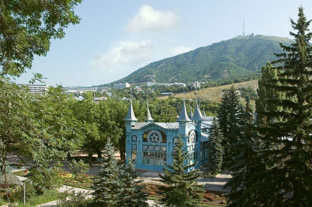 Пятигорск. В Ставропольском крае отдыхать дешевле: здесь бронируют отели в среднем на семь дней, а тратят по 2,6 тысяч рублей в сутки.