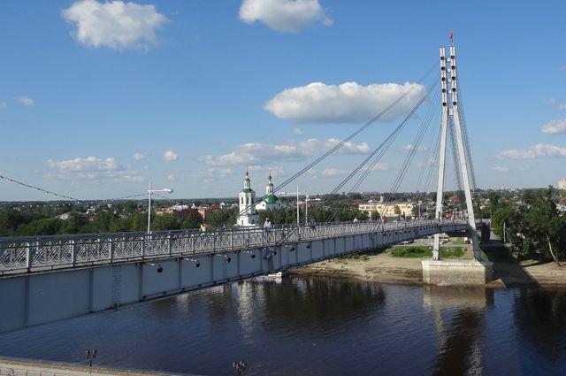 В Тюмени на Мосту влюблённых появилась Ассоль из «Алых парусов» Грина