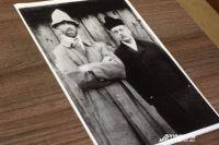 Михаил Александрович (слева) и Николай Жонсон. Снимок сделан в апреле 1918 года уличным фотографом на Сенной площади Перми.