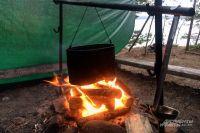 Детей научат ставить палатку и разводить костер.