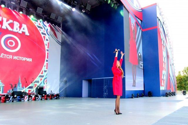 Нижегородская певица Наталия Иванова выступила в Москве на Поклонной горе