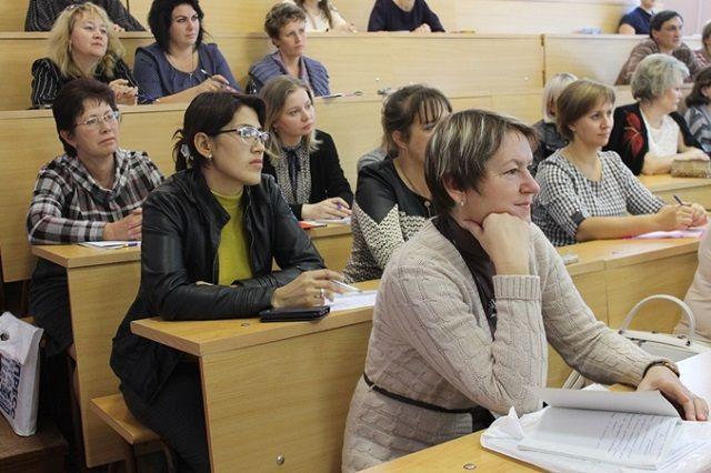 Учителей школ ожидает180 часов учебной нагрузки.