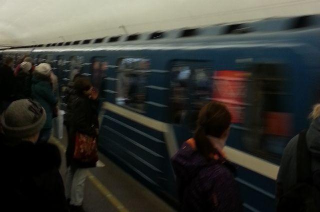 Станция метро «Старая деревня» закрыта навход ивыход вПетербурге