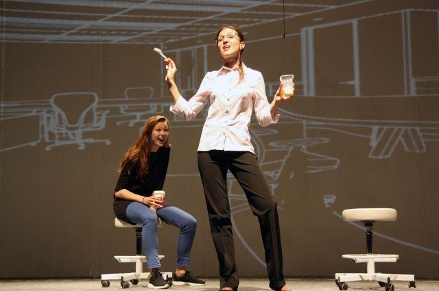 На премьеру спектакля приехал автор пьесы Валерий Шергин.