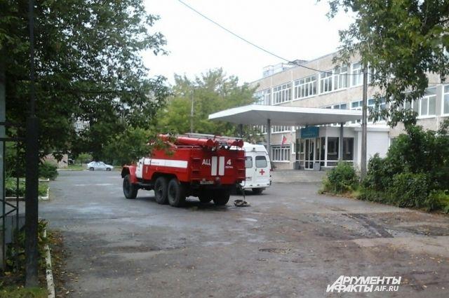 Школьников из гимназии 31 на Парковом вывели в подъезды соседних домов.