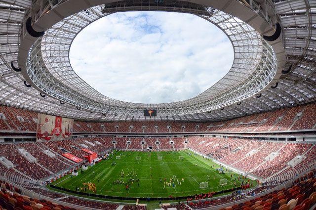Кровля стадиона стала огромным медиаэкраном благодаря вмонтированным в неё светодиодам.