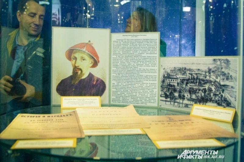 Здесь можно увидеть старинные книги, издания словарей и духовных текстов, предметы быта и культа.