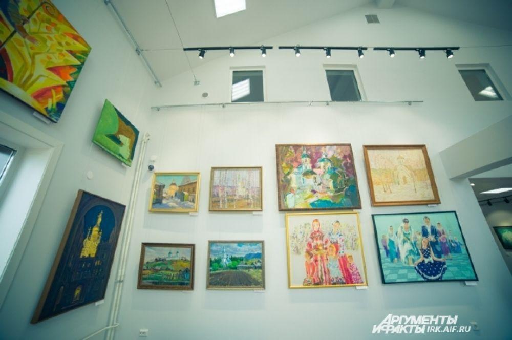 Главная выставка расположилось в духовно-просветительском центре на первом этаже.
