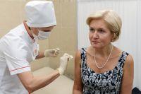 Вице-премьер России Ольга Голодец демонстрирует важность прививок.