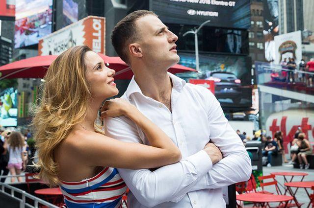 Актёры мюзикла Галина Безрук и Павел Лёвкин вживались в роли в местах съёмок фильма.
