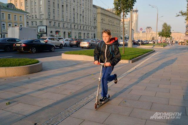 Тротуары на Валовой улице прибавили по 2-3 метра с каждой стороны, теперь они 12-метровой ширины.