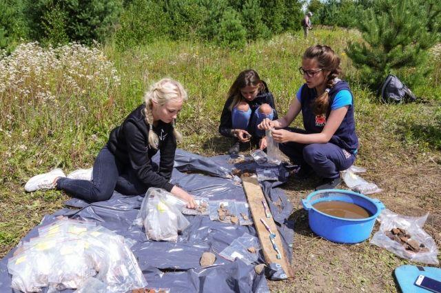 Раскопки шли в июле 2017 года около поселка Шоссейный у Голубых озер Калининградской области.