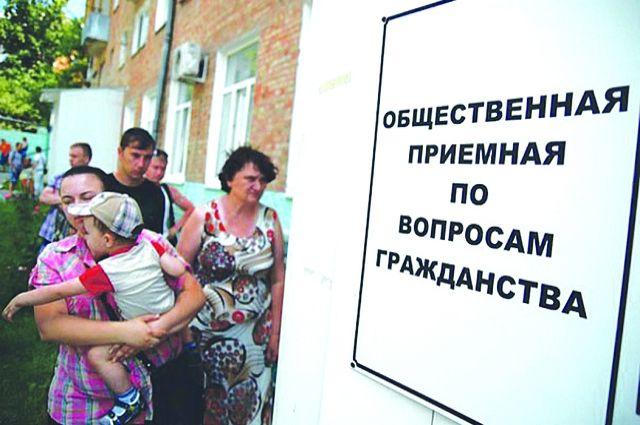 От присяги освобождены дети и недееспособные.