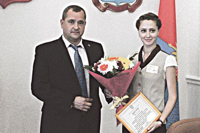 Первый вице-губернатор Олег Иванов поблагодарил специалистов МФЦ за их работу