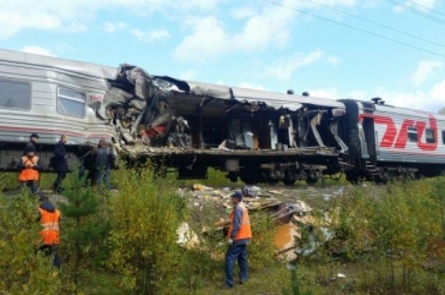 Двенадцать пострадавших вДТП сучастием поезда вХМАО остаются в клинике