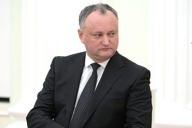 Додон пообещал блокировать внесение в конституцию пункта о евроинтеграции