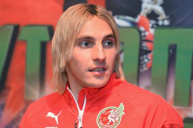 «Не идите служить в логово врага». Каково украинским футболистам в России?