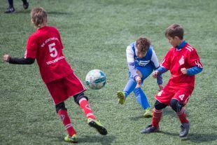 Спорт учит с детства становиться командным игроком и проявлять себя лично.