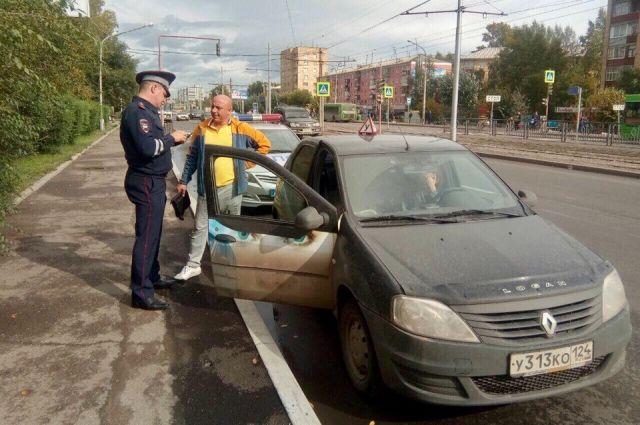 Работники ГИБДД проверяют учебные автомобили красноярских автошкол
