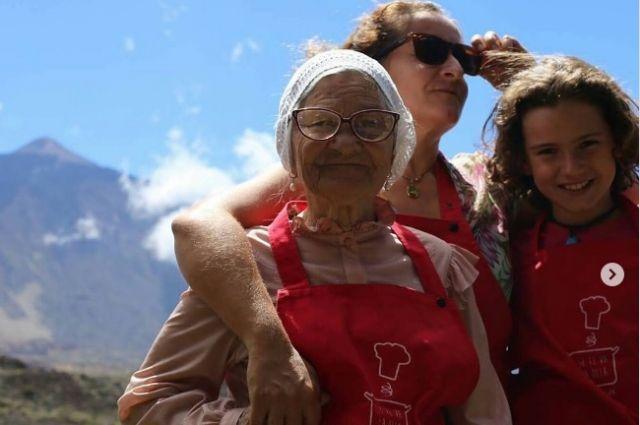 С 83-х лет пенсионерка активно путешествует по миру.