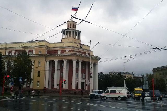 В городской администрации Кемерова взрывных устройств не обнаружено.