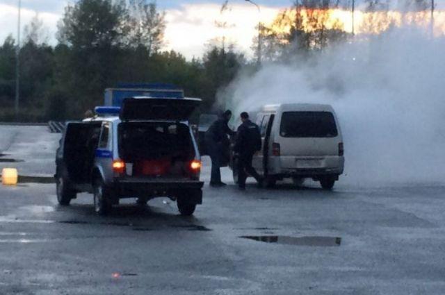 Автовладелец не мог сам потушить пожар, потому что ездил с неисправным огнетушителем.