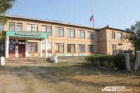 Здание школы в Былинном действительно далеко от идеала, но почему чиновники увидели это только за две недели до начала учебного года, неясно.