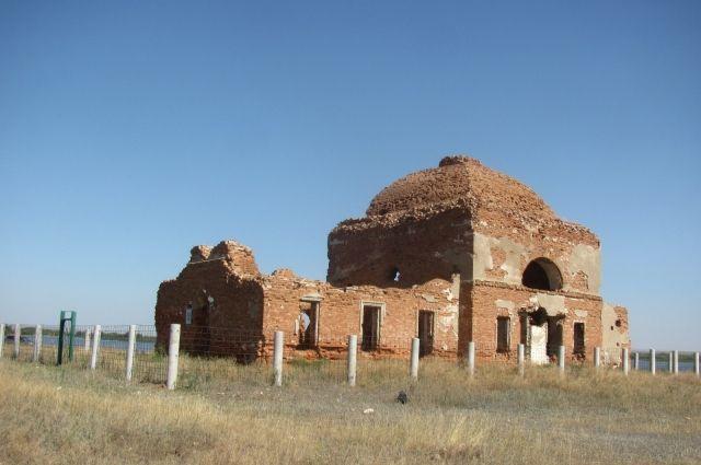 Видевший пугачевское восстание и разрушенный в 30-е годы, сейчас храм представляет собой печальное зрелище запустения.
