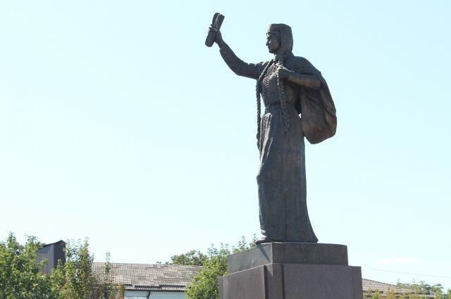 В центре Нальчика кабардинской княжне Марии установлен памятник.