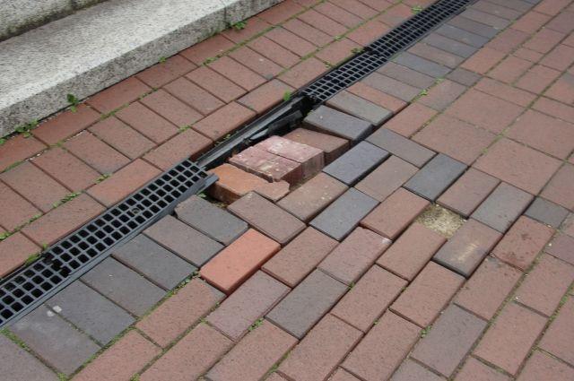 На набережной в Светлогорске восстановили разобранный вандалами тротуар.