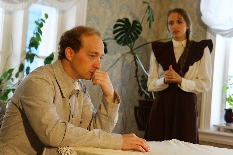 Образ будущего вождя революции воплотил молодой актер театра Александр Курзин