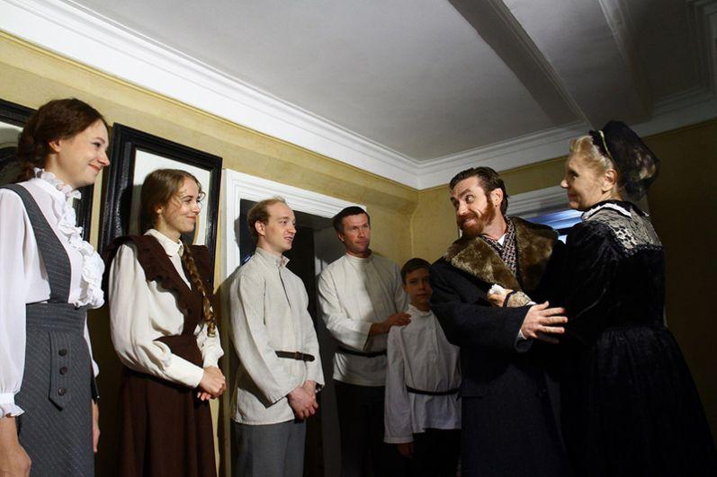 Роли родителей Ульяновых исполнили заслуженная артистка России Елена Шубенкина и Алексей Вольный