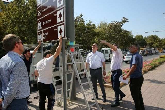Встолице Дагестана начали устанавливать дорожные знаки туристической навигации