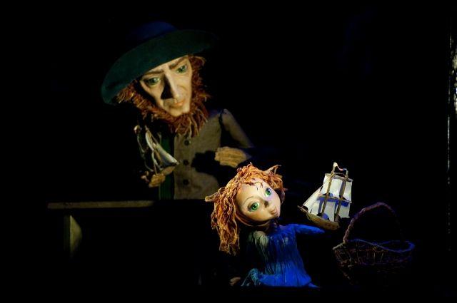 Историю об Ассоль и Грэе рассказали посредством кукол.